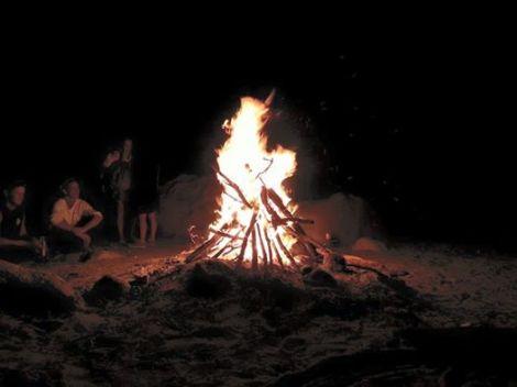 Le feu, chaque vendredi soir sur la plage