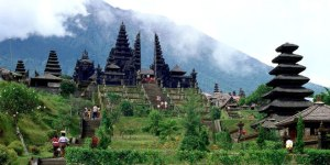 Temple Besakih. Source: www.baliaround.com/