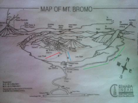 [Cliquez pour agrandir]. En vert: le chemin vers les montagnes pour le lever du soleil. En rouge: le chemin payant pour accéder au parc national. En bleu: le chemin gratuit pour descendre jusqu'au parc national.